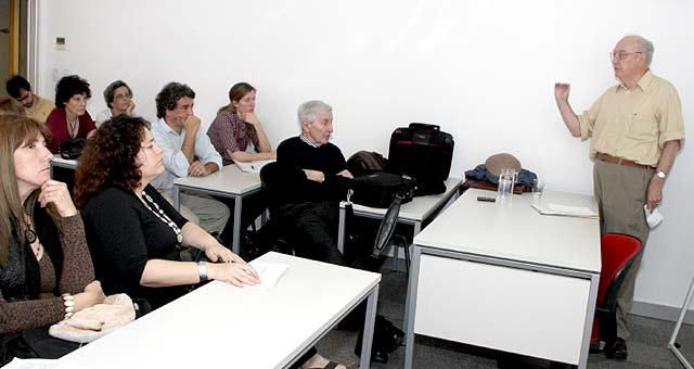 Hugh Lacey en el Simposio organizado por el Centro de Estudios sobre Ingeniería y Sociedad